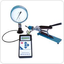 Портативные цифровые манометры и калибраторы давления для манометров